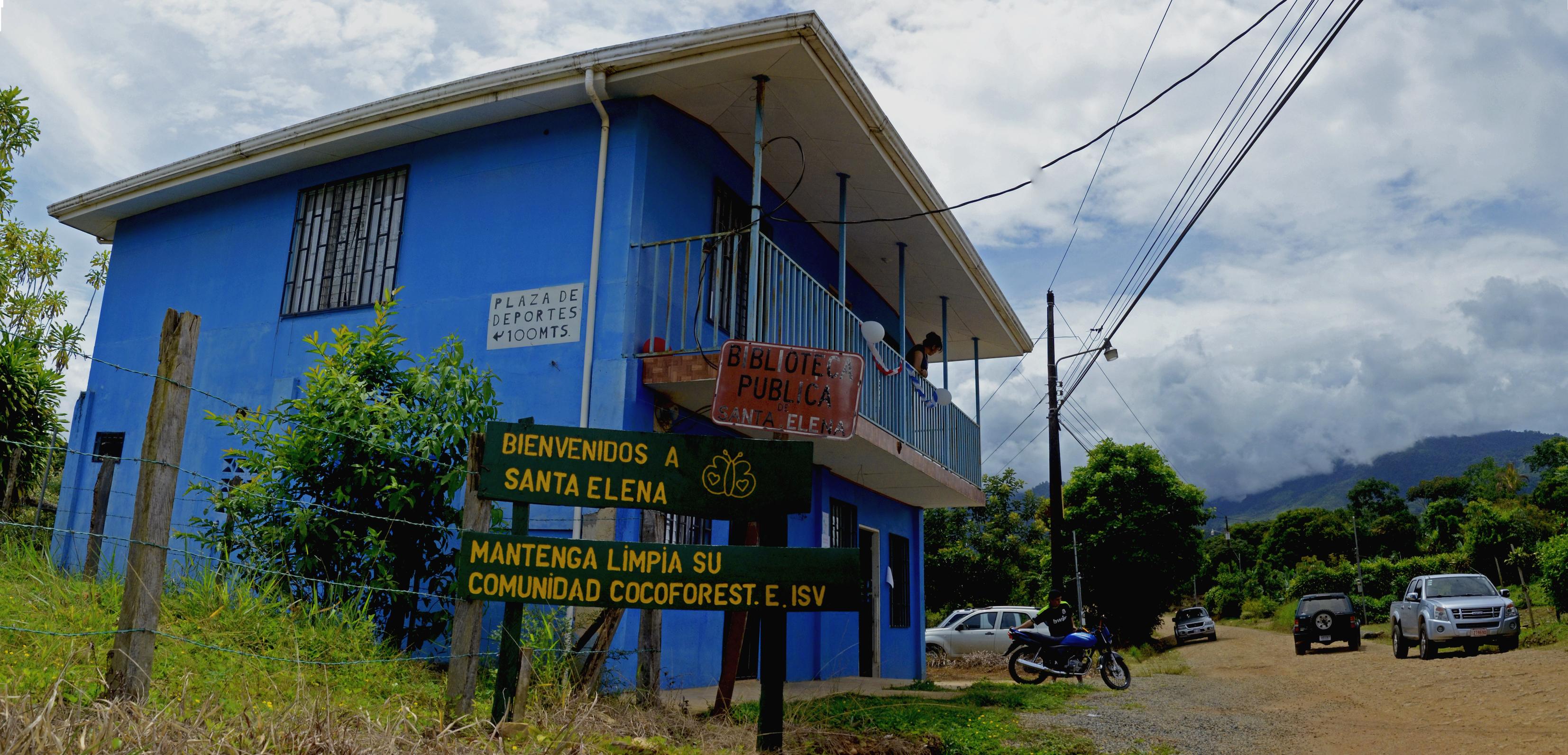 La-Casita-Azul building from outside